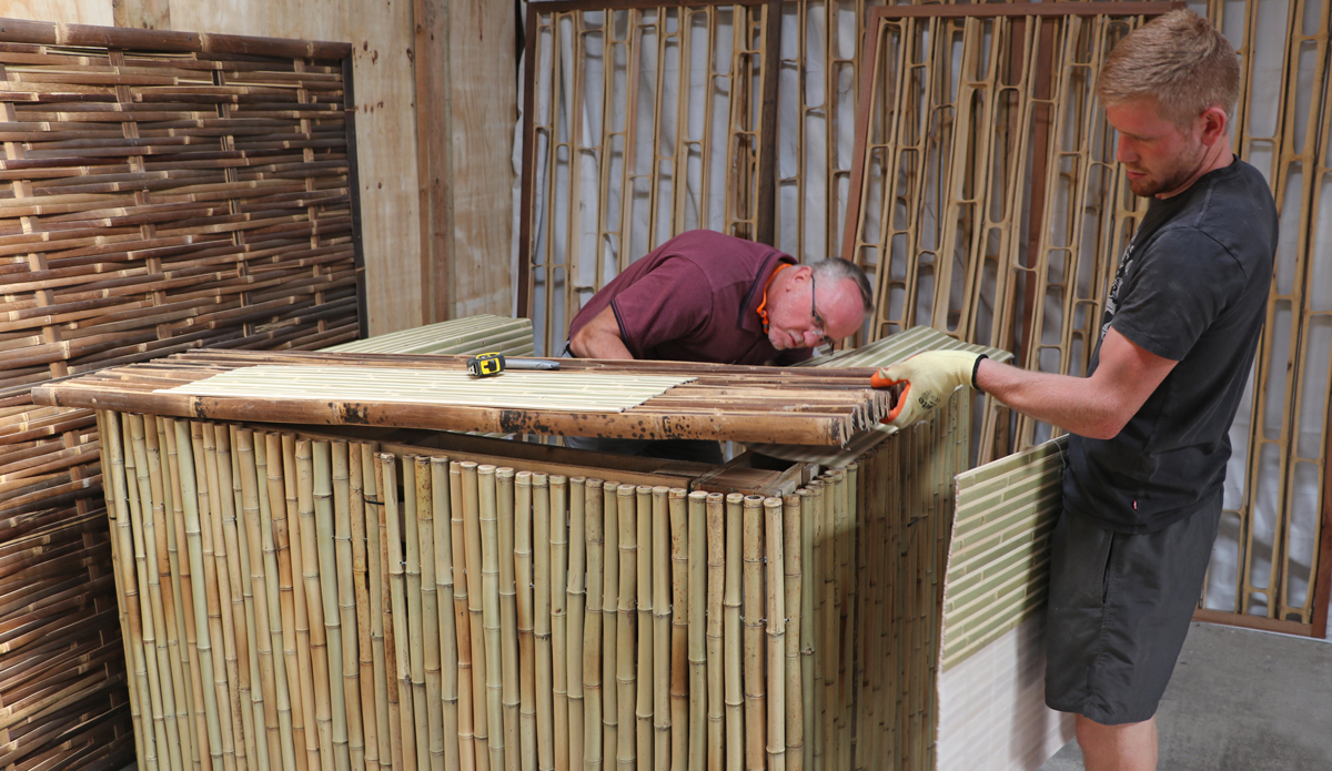 UK Bamboo supplies - How to Build a Spectacular Tiki Bar from just Pallets and Bamboo